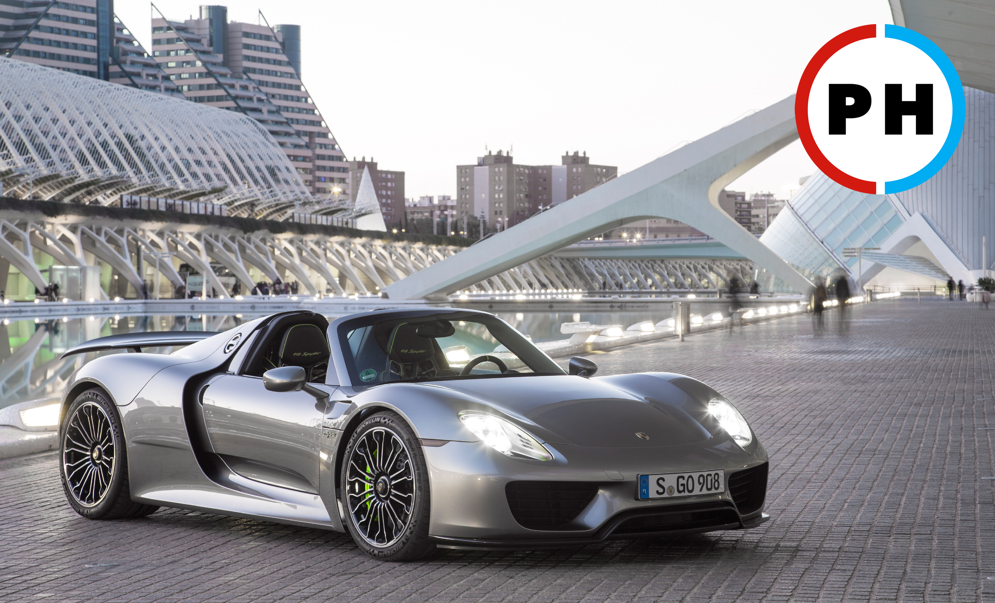 A Closer look At the Porsche 918 Spyder on